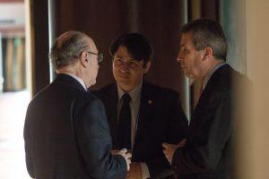 Negocia Corea