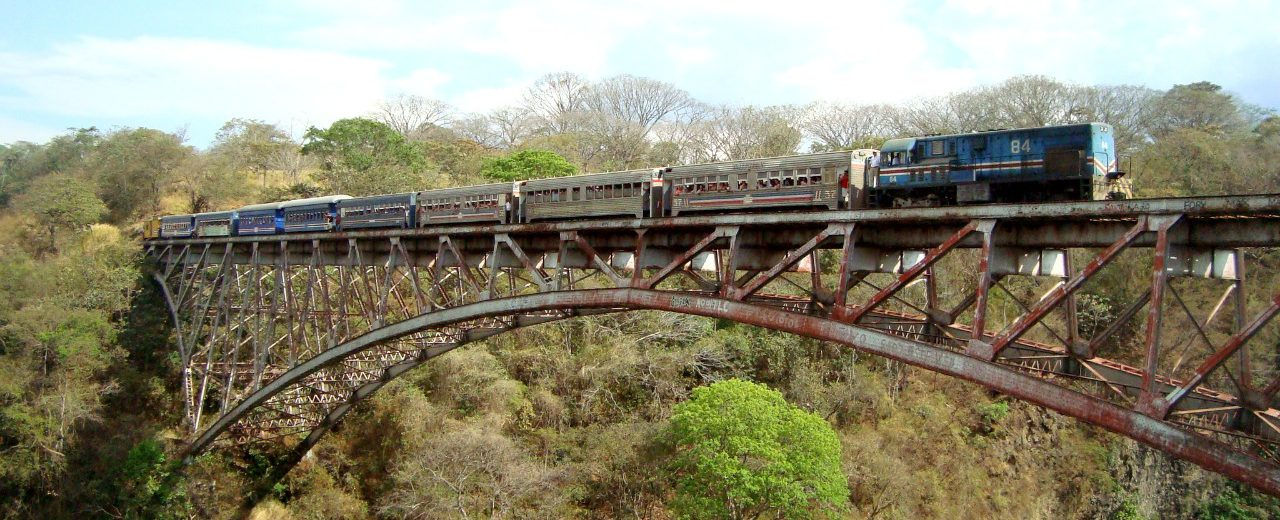 , MIDEPLAN e INCOFER firman convenio para estudios del tren entre Puntarenas y Alajuela